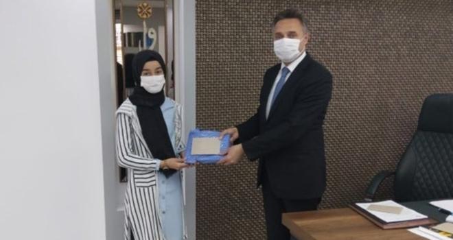 """""""On Kıta Bir Vatan İlelebet İstiklal"""" temalı yarışmada ödüller verildi"""