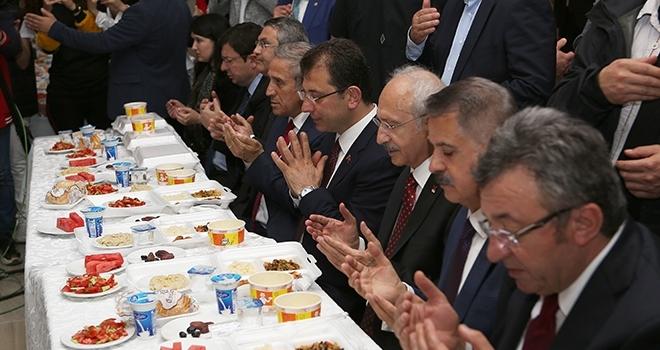 Kılıçdaroğlu, Vatandaşlarla İftar Yaptı