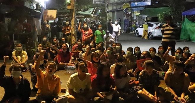 Myanmar'da gece protestolarında 4 kişi öldü