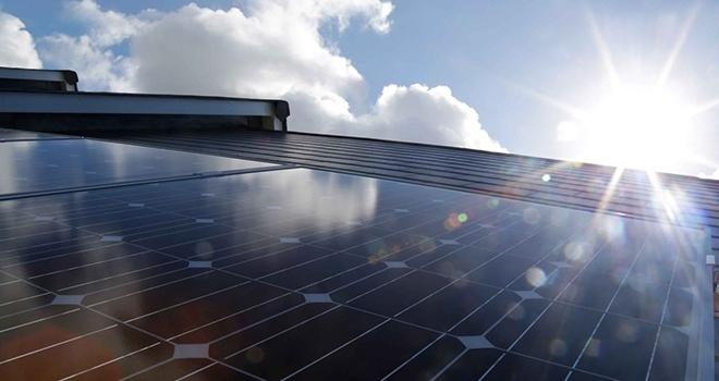 Maliyeti Düşürmek İçin Güneş Enerjisine Yatırım Zamanı
