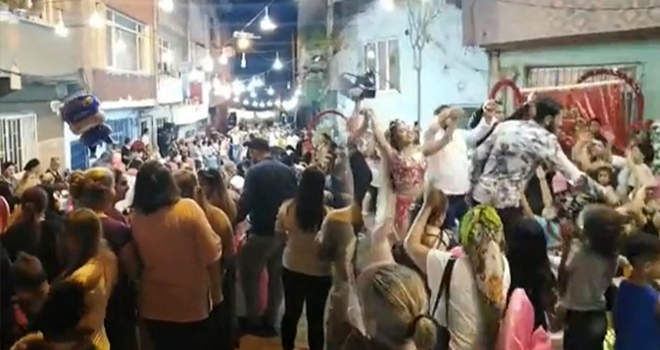 Dansözlü düğünde 'pes' dedirten görüntüler