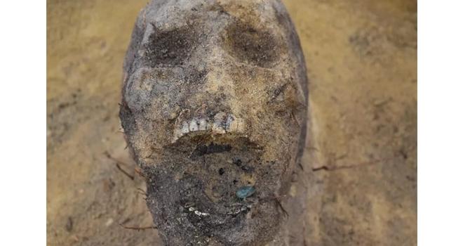 Çocuk iskeletinin ağzında sikke bulundu!