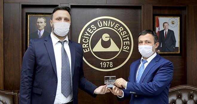 """ERÜ'de keşfedilen bakterilere Türk manasına gelen """"Turcicum"""" ve """"Kayseriense"""" ismi verildi"""