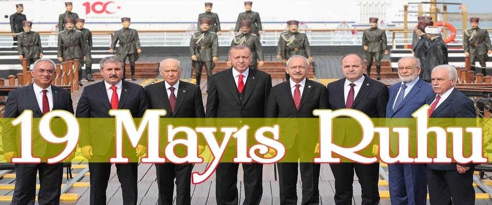 Samsun'da 19 Mayıs Kutlamasına Damga Vuran Birlik Pozu