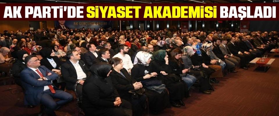 AK Parti'de SiyasetAkademisi başladı