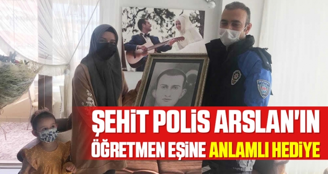 Şehit polis Arslan'ın öğretmen eşine anlamlı hediye