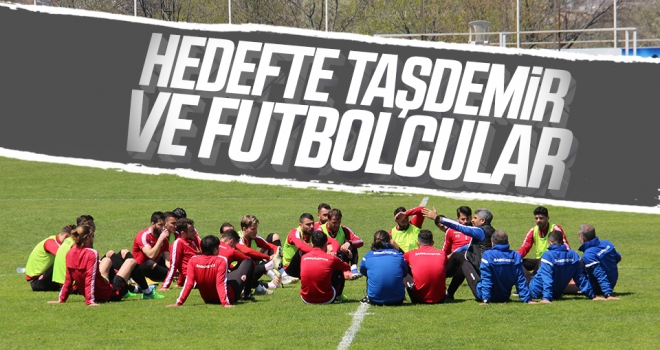 Hedefte Taşdemir ve Futbolcular