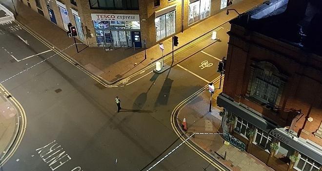 İngiltere'de panik: Şehir merkezinde bıçaklı saldırı