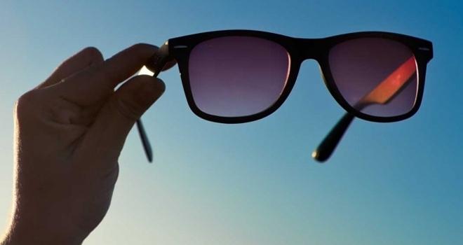 Güneş Gözlüğü Alırken Dikkat! hastalıklara neden oluyor