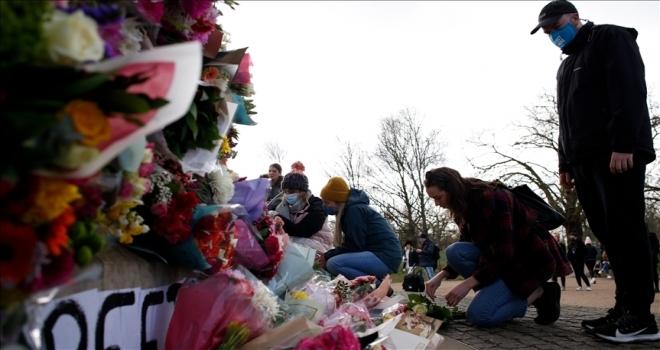 İngiltere'de polis memurunun öldürdüğü Sarah Everard'ı anma törenine müdahale