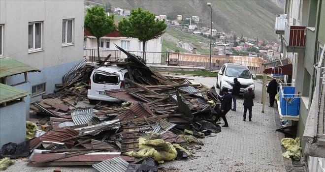 Şiddetli rüzgar 6 ilde hayatı olumsuz etkiledi