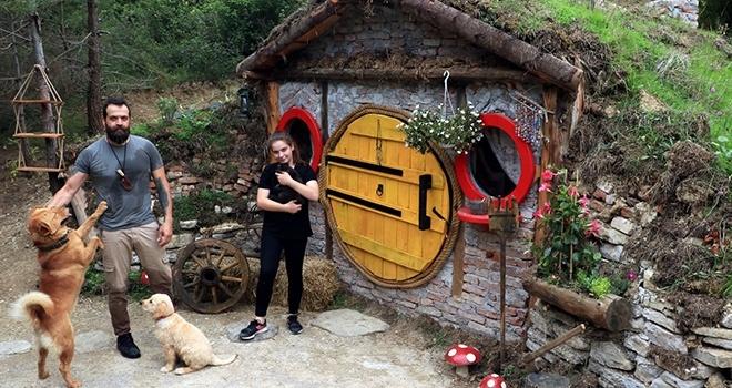 Doğa tutkunu öğretmen kızına 'Hobbit' evi yaptı