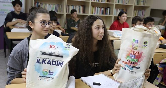 İLKEM öğrencilerine ücretsiz kitap dağıtıldı
